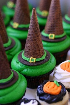Witch-Hat-Cupcakes-266x400